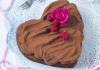 Parížske čokoládové srdce s brusnicami.