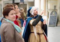 Spoznajte vína regiónu Trnavia so sprievodcom v stredovekom kostýme