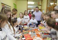 Amazon vytvára na školách čítacie kútiky Kindlotéky
